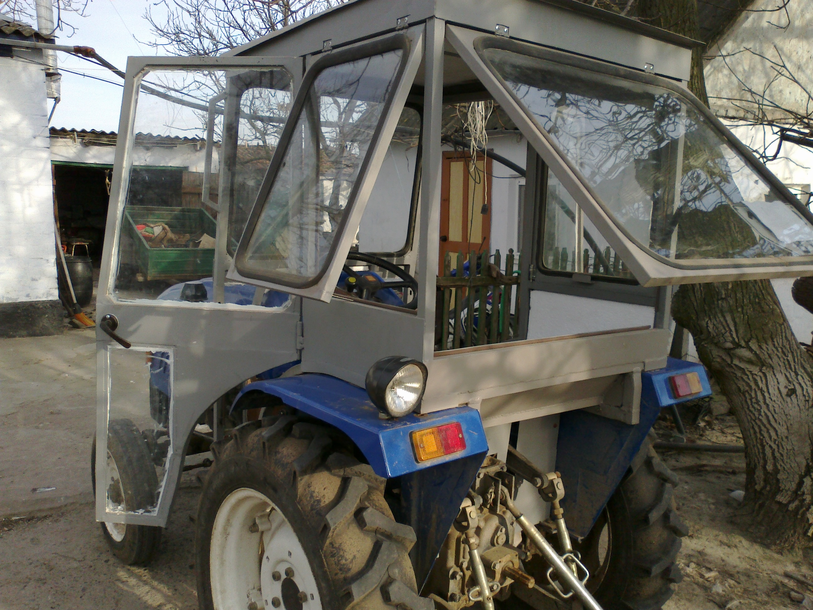 самодельные кабины для тракторов с фото добавляет