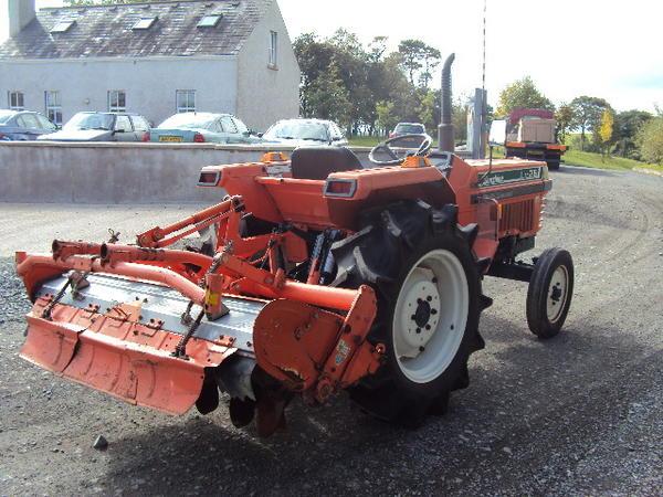 li-26-tractor-2-.jpg