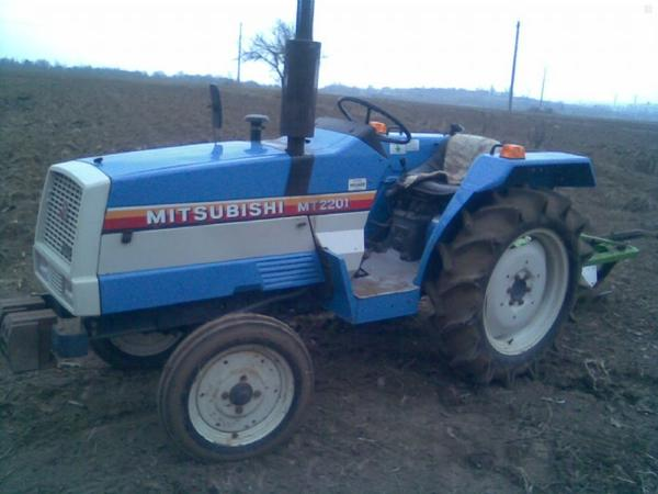 traktor-mt2201-1267739_2.jpg