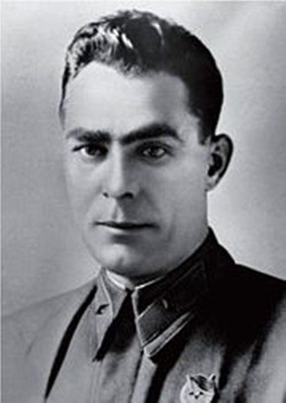 brigadnyykomissarlibrezhnev1942god.jpg