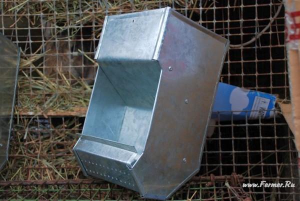 Кормушка бункерная для кроликов своими руками