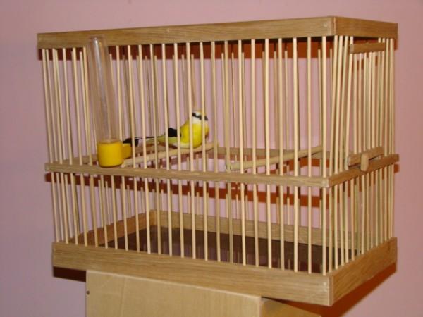 ...для домашних птиц.  Чтобы была небольшая красивая клетка буквально на...
