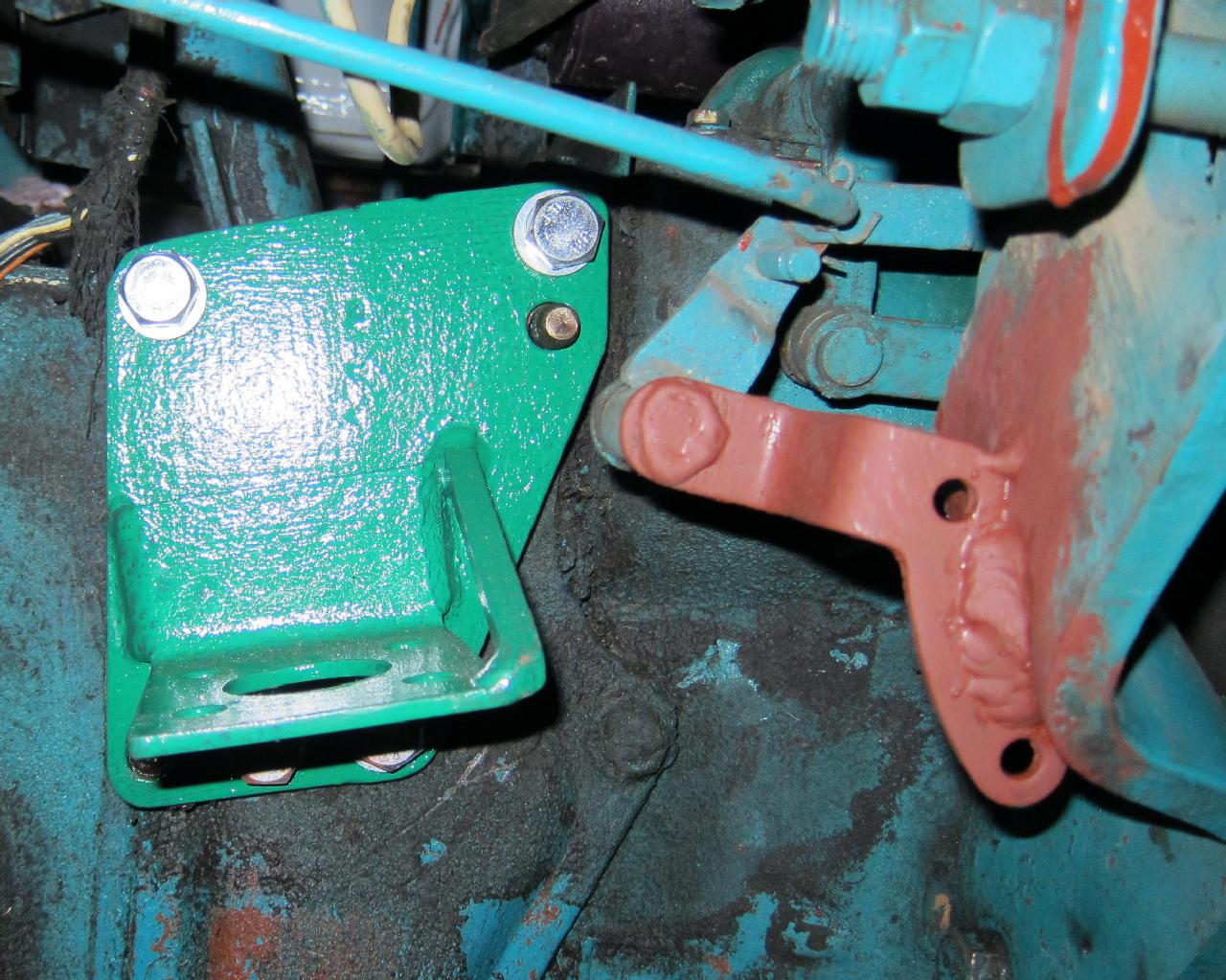 Крепление генератора трактор картинки