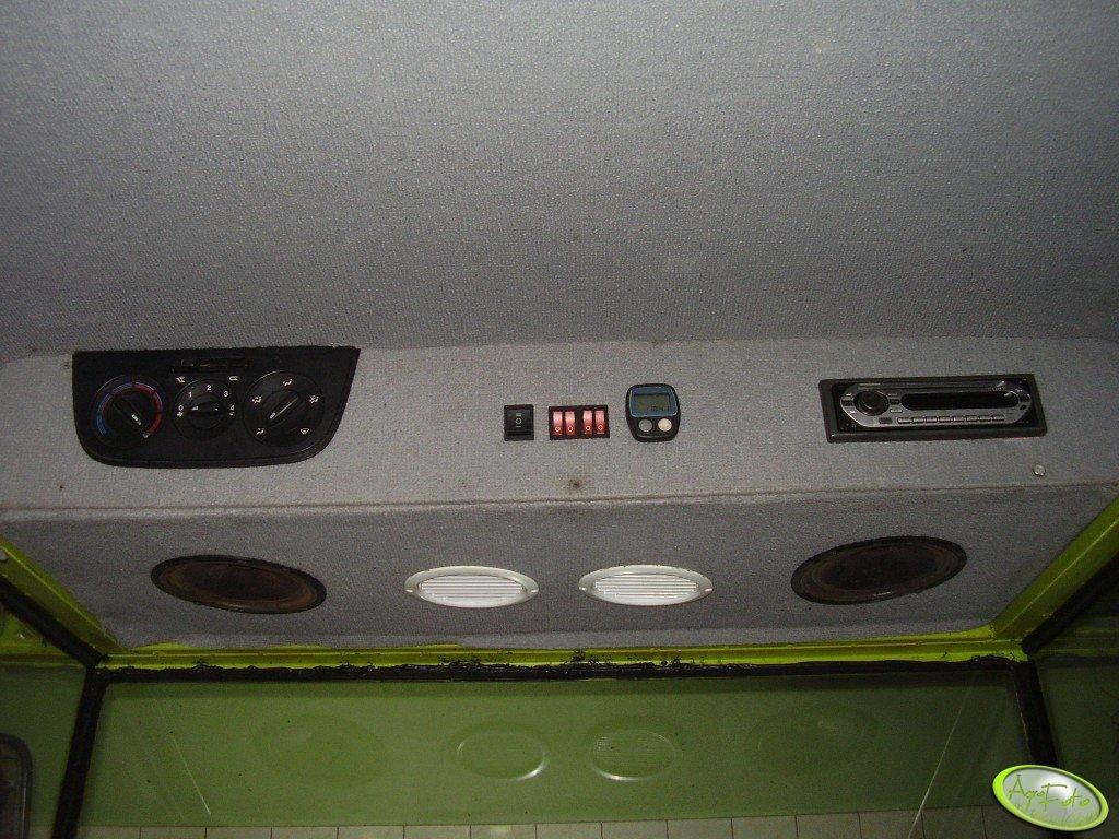 wnetrze-kabiny-claas-compact1375220102439.jpg